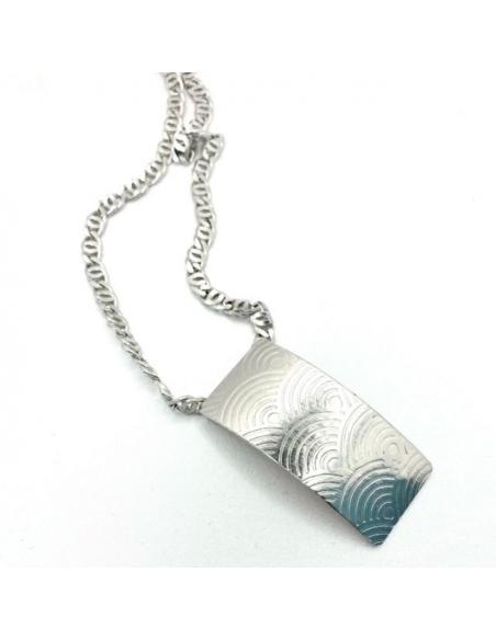 Collier argent rhodié cintré avec motifs concentriques