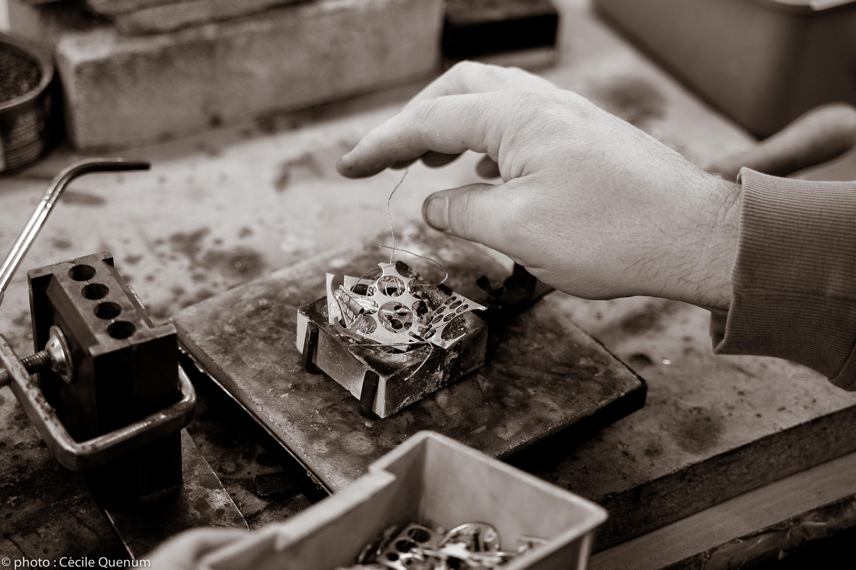 Nos valeurs ecoresponsables nous poussent à recycler, upcycling les chutes de métal argent ou or produit lors de nos créations, fabrications, élaborations de nos créations, bijoux, joyaux.